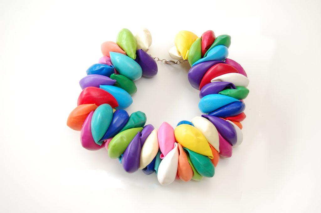 E-vasiva, gioielli: la plastica riciclata diventa arte (info)  Drezzy