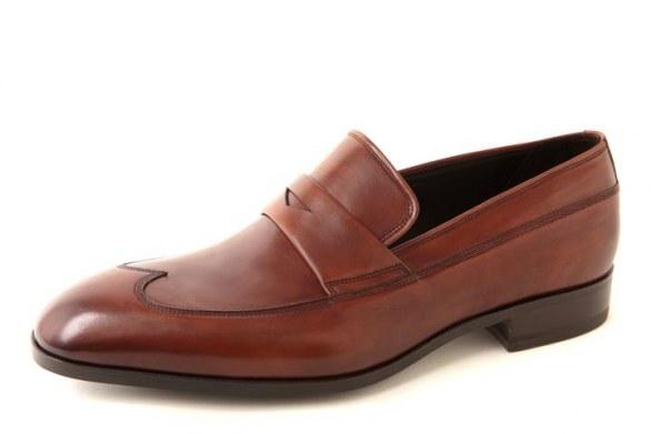 Una serie di calzature da dandy eleganti e raffinate  sono le creazioni del  brand Made in Italy Bruno Magli presentate a Pitti Uomo 84 f9601982f6b