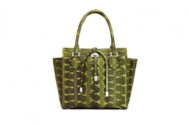 d9eb42a0f4 handbag-in-rettile-camouflage Ispirate alle atmosfere esotiche e lontane  sono le borse Michael Kors della collezione Primavera Estate 2014.