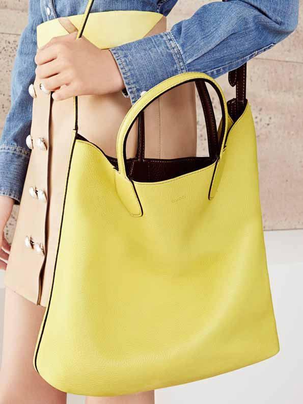 3b9e0d24e1 borsa gucci shopping bag reversibile in pelle gialla ramble bag
