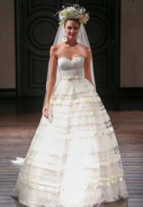New York Bridal Week: la sposa contemporanea di Naeem Khan per l'autunno inverno 2016-2017