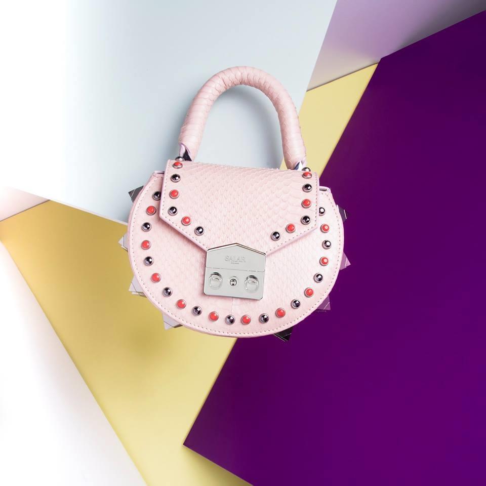 965d3dcaa8 borsa rosa tonda con applicazioni di borchie e pietre salar milano