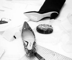 jimmy choo off white scarpe in satin con involucro in plastica trasparente
